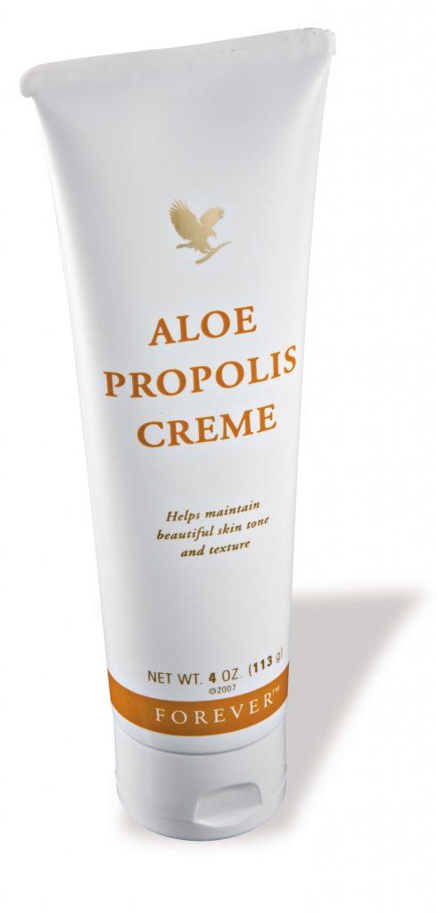 Propoli, efficace rimedio naturale; Camomilla e Sinfito; Aloe Vera.. Tutto in un'unica crema. Perfetta per leire scottature, screpolature, irritazioni, tagli e affezioni cutanee.