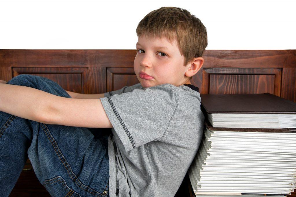 Troppi compiti a casa. Dov'è finito il diritto al riposo  e allo svago?