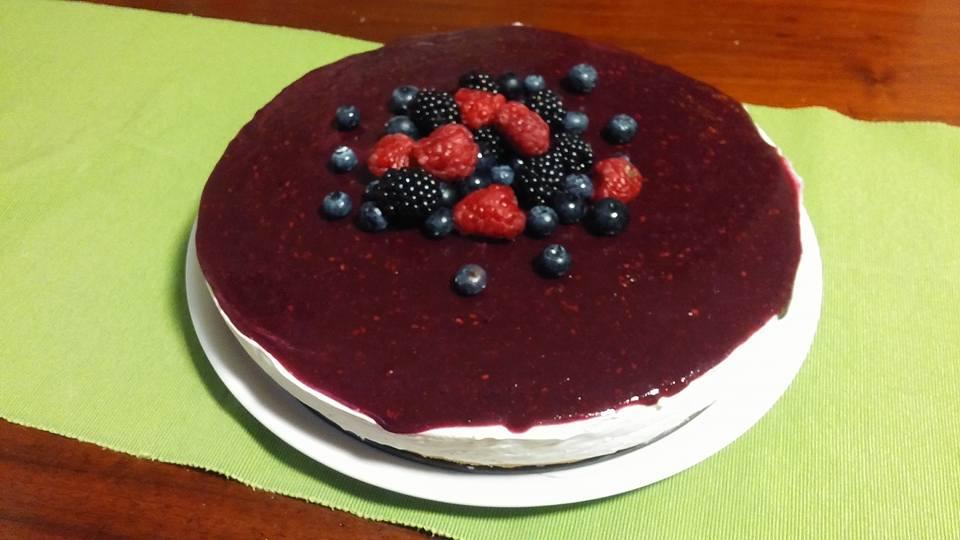Torta fredda di yogurt senza latte, glutine e uova